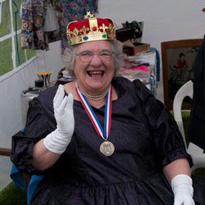 20120602_K7_1715_RetirementGroup_Queen