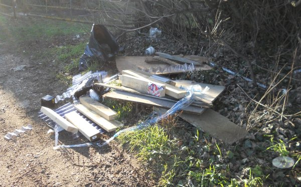 fly tipping prosecution Thrupp Lane